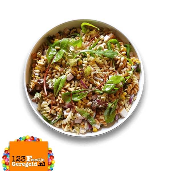 Tricolore Pasta Salade Gerookte Kip Catering www.123FeestjeGeregeld.nl